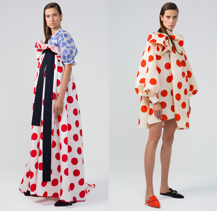 Dice Kayek 2018 Spring Summer Womens Lookbook Presentation - Mode à Paris Fashion Week Mode Féminin France - Volumized Sculptural Polka Dots Sash Ribbon Bow Tie Up Ruffles Flounce Sheer Chiffon Tulle Silk Satin Tiered Accordion Pleats Brooch Broach Broche Embroidery Appliqués Bedazzled Jewels Gemstones Flowers Floral Squares Fringes Check Coat Blazer Blouse Leg O'Mutton Sleeves Shirtdress Sweatshirt Vest Pantsuit Butterfly Shoulders Dress High Waist Skirt Wide Leg Mismatch Mules Flats Platforms