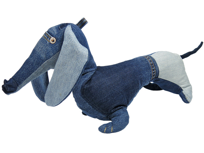 https://www.denimjeansobserver.com/mag/made-in-denim/2014/maison-indigo-stuffed-animals-dachshund-dog-recycled-jeans-plush-toys-kids-netherlands-animaux-de-nimes-made-in-denim-jeans-observer-finds-01.jpg